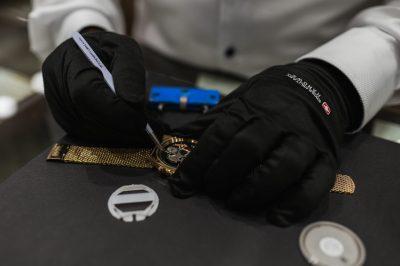 Ihre Uhr passt ihnen nicht mehr, zeigt die Zeit nicht mehr zuverlässig an, oder wurde beispielsweise durch einen Sturz beschädigt?  Bei uns haben sie die Möglichkeit ihre Uhr während eines Shoppingtrips in Bielefelds größtem Einkaufszentrum reparieren zu lassen. Oder aber bei aufwendigeren Reparaturen innerhalb kürzester Zeit wieder abzuholen.